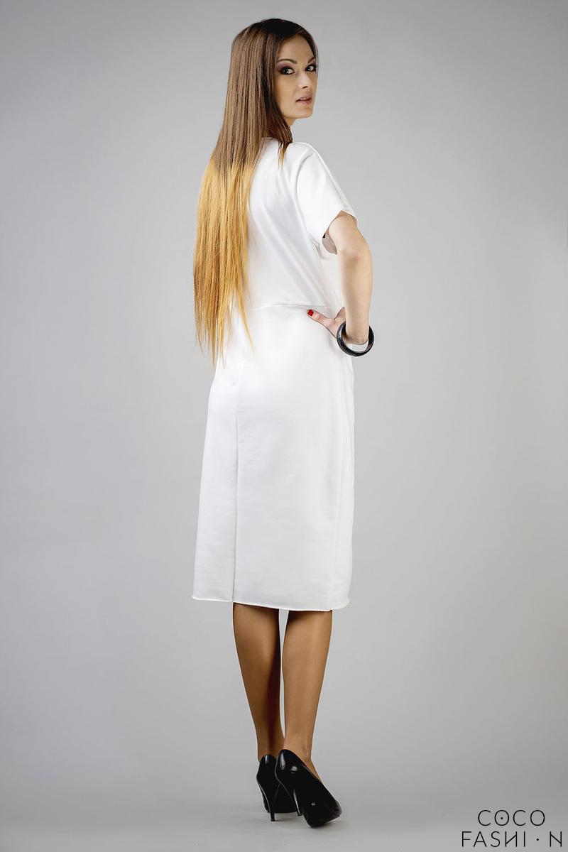 468e53360d Biała Prosta Dzianinowa Sukienka za Kolano z Krótkim Rękawem