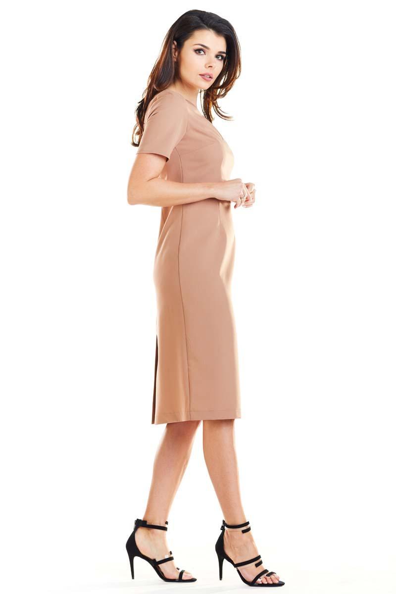 03a3462d6b Kamelowa Elegancka Dopasowana Midi Sukienka z Krótkim Rękawem